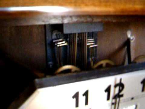 carillon avec dateur faisant 2 m lodies cloches du jura et westminster youtube. Black Bedroom Furniture Sets. Home Design Ideas