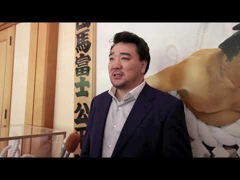 2019年5月27日大相撲・第70代横綱の日馬富士公平さんが両国国技館に掲げられていた優勝額を縁が深い新潟県弥彦村の弥彦神社に奉納しました。