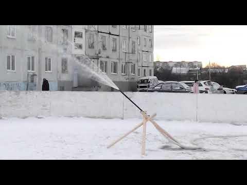 В Дубинино и Шарыпово начали готовить ледовые катки.