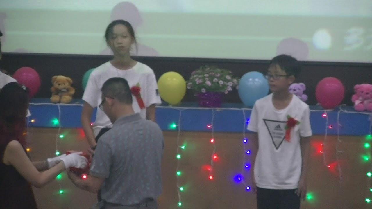 登發國小 第27屆畢業典禮 家長會致贈畢業生紀念品 - YouTube