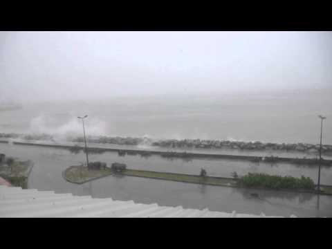 11h45-Cyclone EARL - SXM - Saint Martin, Galisbay.avi