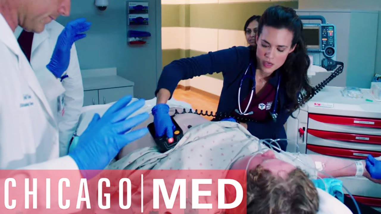 Download A Teenager Dies on Dr. Manning's Watch | Chicago Med