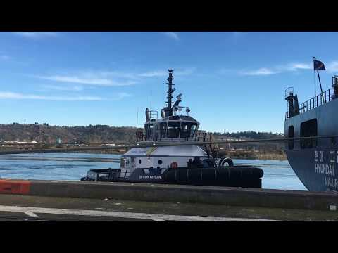 Time Lapse of Tug Tying Up To Ship