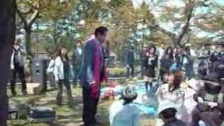 函館の五稜郭公園での花見で飲んでいたら、周囲で、なにやらざわざわ騒...