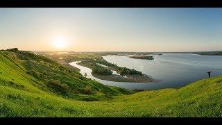 The Volga Keeps Flowing (Soviet Songs in English)