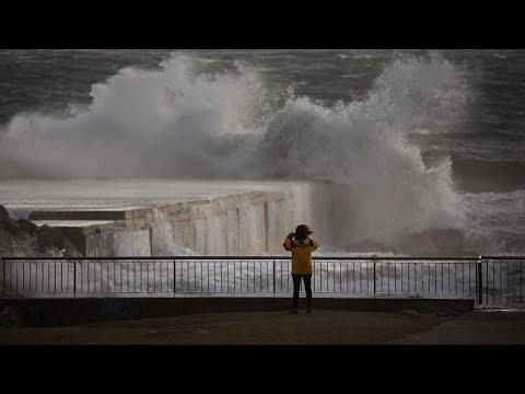 مصرع 3 أشخاص وإغلاق مدارس في شرق إسبانيا بسبب العاصفة -غلوريا-…  - نشر قبل 4 ساعة