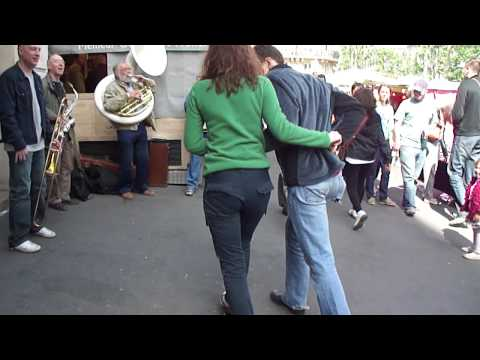 Life and street market in Paris 2