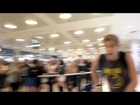 5sos arriving at sydney airport 11/9/13