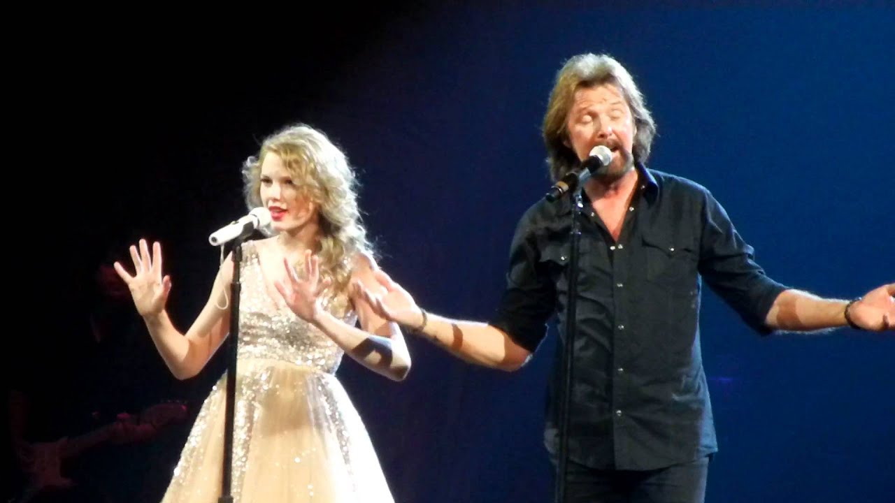 Taylor Swift and Ronnie Dunn sing