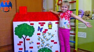 ДОМИК для Кукол Ярослава раскрашивает и украшает новый картонный дом Видео для детей