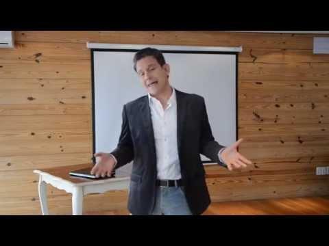 entrenarse en oratoria para persuadir al publico empresarial