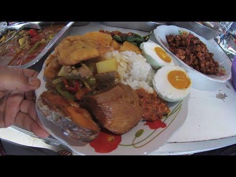Indonesia Sambas Street Food 2417 Part.1 The Cheapest Food Less 2 USD Makan Murah 25 Rebu Komplit