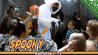 Video Scary Costume Shopping Spirit Halloween Store | Animatronics, Scary Decorations[KM+Parks&Rec S02E05] download MP3, 3GP, MP4, WEBM, AVI, FLV November 2017