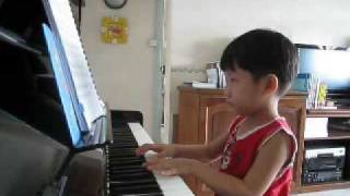 Mozart Symphony 40 played by Ethan Poh (4-year-old)