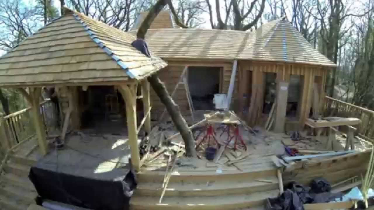 construction cabane puybeton chateaux dans les arbres youtube. Black Bedroom Furniture Sets. Home Design Ideas