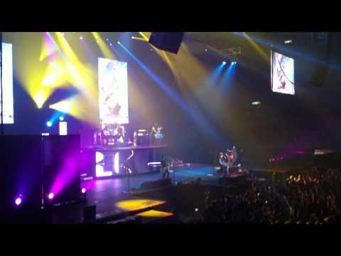 Guns N' Roses – Paradise City ( Live at HSBC Arena )
