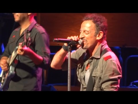Bruce Springsteen - Santa Claus is comin' to town - Uncasville 18th May 2014 Mp3