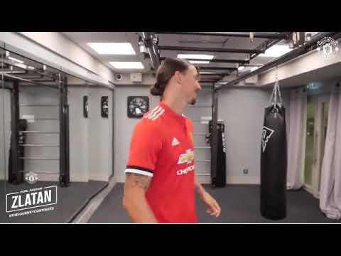 Ibra renova com o Manchester United e recebe a camisa 10