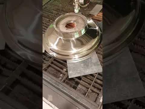 Video Taglio laser 3D di un coperchio in acciaio inox