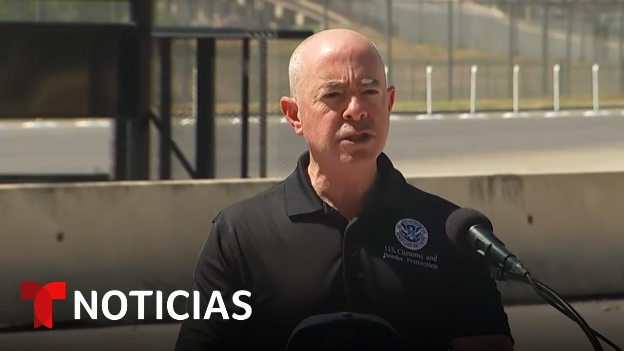 EN VIVO: El secretario de Seguridad Nacional visita la frontera en Texas