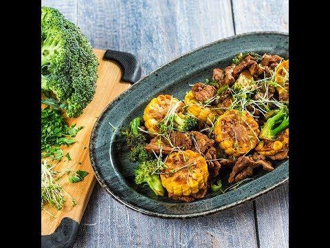 Mușchi de vită cu broccoli și porumb
