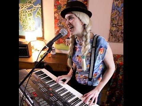 Krista Muir sings Parfois