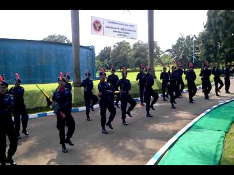 Kolone senjata di Pelatihan BNPT Subdeb 3 Detasemen B Sat Brimob Polda Metro Jaya