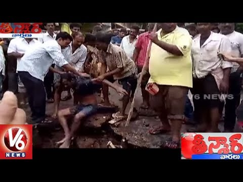 Drunken Man Falls Into Sewage Canal, Rescued || Teenmaar News || V6 News