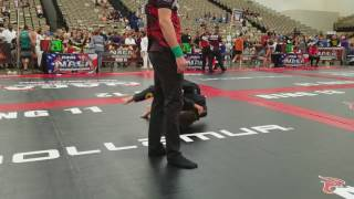 Dauntless BJJ Caleb Sachetti Wins With A Triangle At The 2017 NAGA Battle At The Beach
