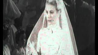 Grace Kelly at her wedding with dress that inspired Kate Middleton
