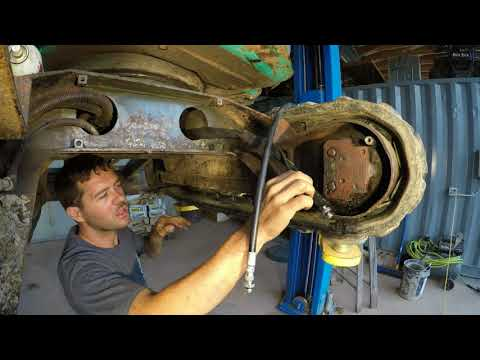Replacing excavator final drive hydraulic lines