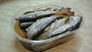 Как засолить салаку или сельдь вкусно и быстро.(Любая мелкая морская рыбка (салака,тюлька,хамса) просаливается данным методом за 3-4 часа и полностью готова..., 2014-12-09T16:35:22.000Z)
