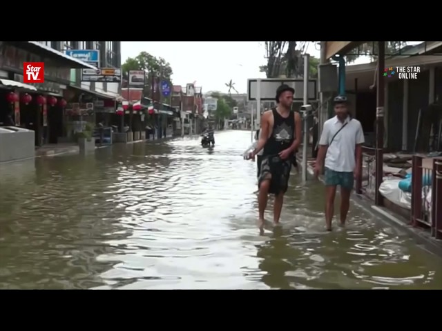Over a dozen killed inThaifloods as heavy rain hits tourism season