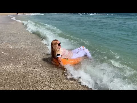 Wetlook Elena inflatable ring and waves
