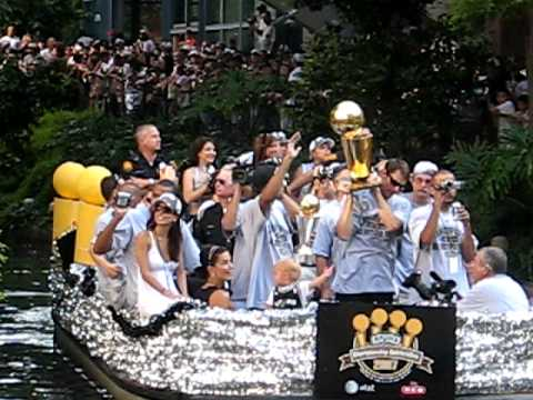 Spurs River Parade 2007 - Tony Parker & Brent Barry
