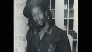 Gregory Isaacs - A Few Words  1980