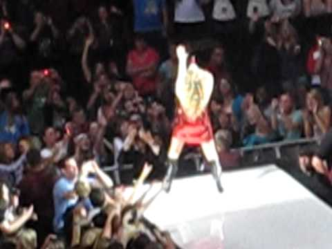Taylor Swift falling at concert