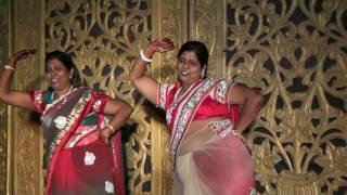 Best Ladies Sangeet Mausi Chachi Dance