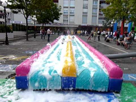 Locagonfle le ventre glisse youtube for Achat toboggan gonflable piscine