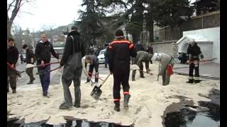 Авария бензовоз в Балаклаве 9 апреля 2013 г.(В Севастополе спасатели ликвидируют последствия автомобильной аварии на ул.Новикова в Балаклаве: прицеп..., 2013-04-09T14:17:40.000Z)