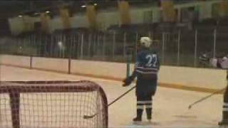 самый сильный удар в хоккее.flv