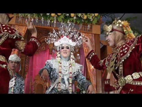 Tari Pagar Pengantin #Indonesian cultural dance# |  Wedding Risma & Asep