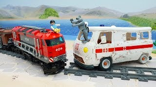 Мультики про машинки и поезда с игрушками - Неуловимая девчушка! Новые игрушечные  видео для детей