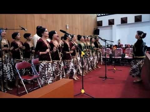 Ediaann...Lagu Sayang Via Vallen dinyanyikan paduan suara SMA 1 Ungaran..