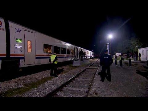 شاهد: شرطة البوسنة تنزل مهاجرين من القطار لمنعهم من الوصول إلى شمال غرب البلاد…  - نشر قبل 2 ساعة