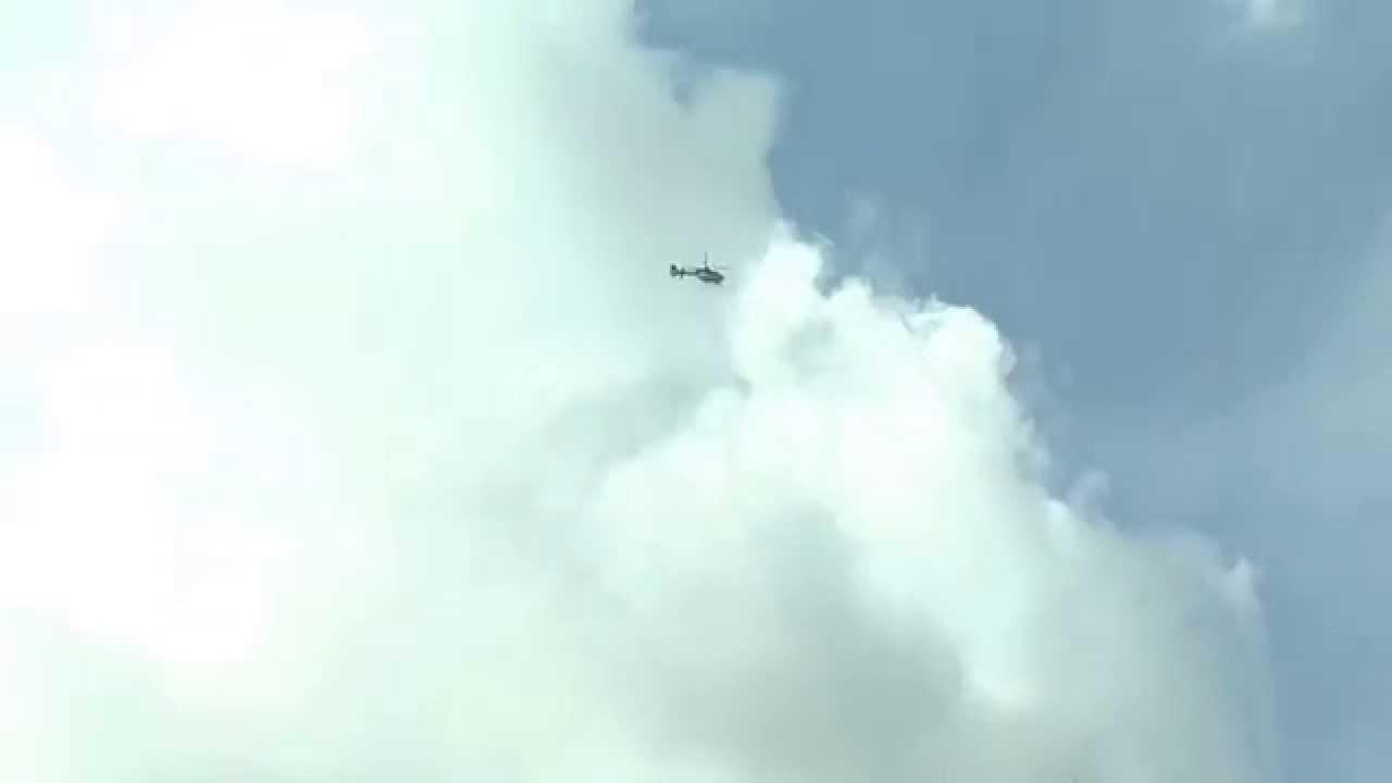 Politie Helicopter Boven Huizen Stad En Lande Youtube
