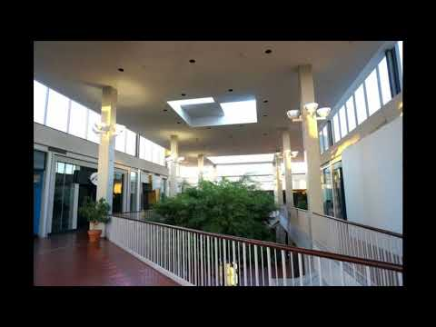 The Cranberries- Linger (playing in an empty shopping centre)