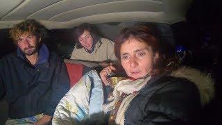 Dva mjeseca spavaju u automobilu golf