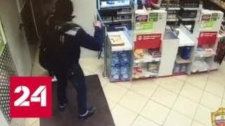Мигрант с ножом уговорил охранника столичной 'Пятерочки' отдать ему все деньги - Россия 24