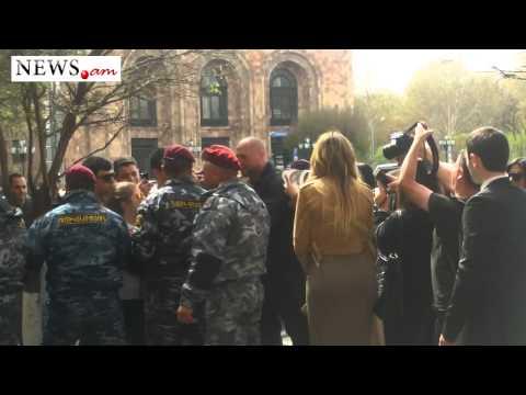 Kim Kardashian visits Armenian Government to meet with Prime Minister